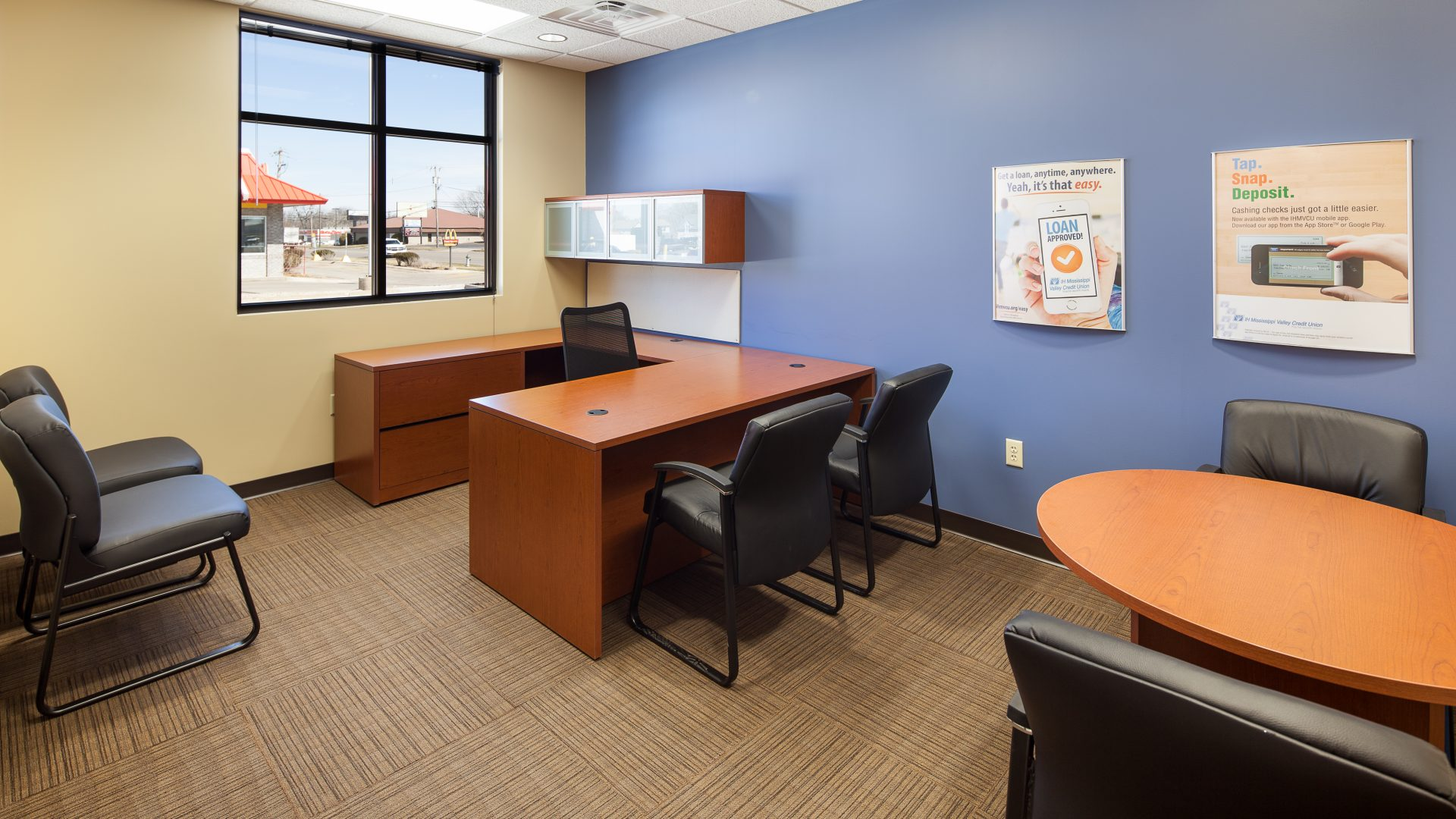 office with purple and cream walls at the IH Mississippi Valley Credit Union Kewanee Branch