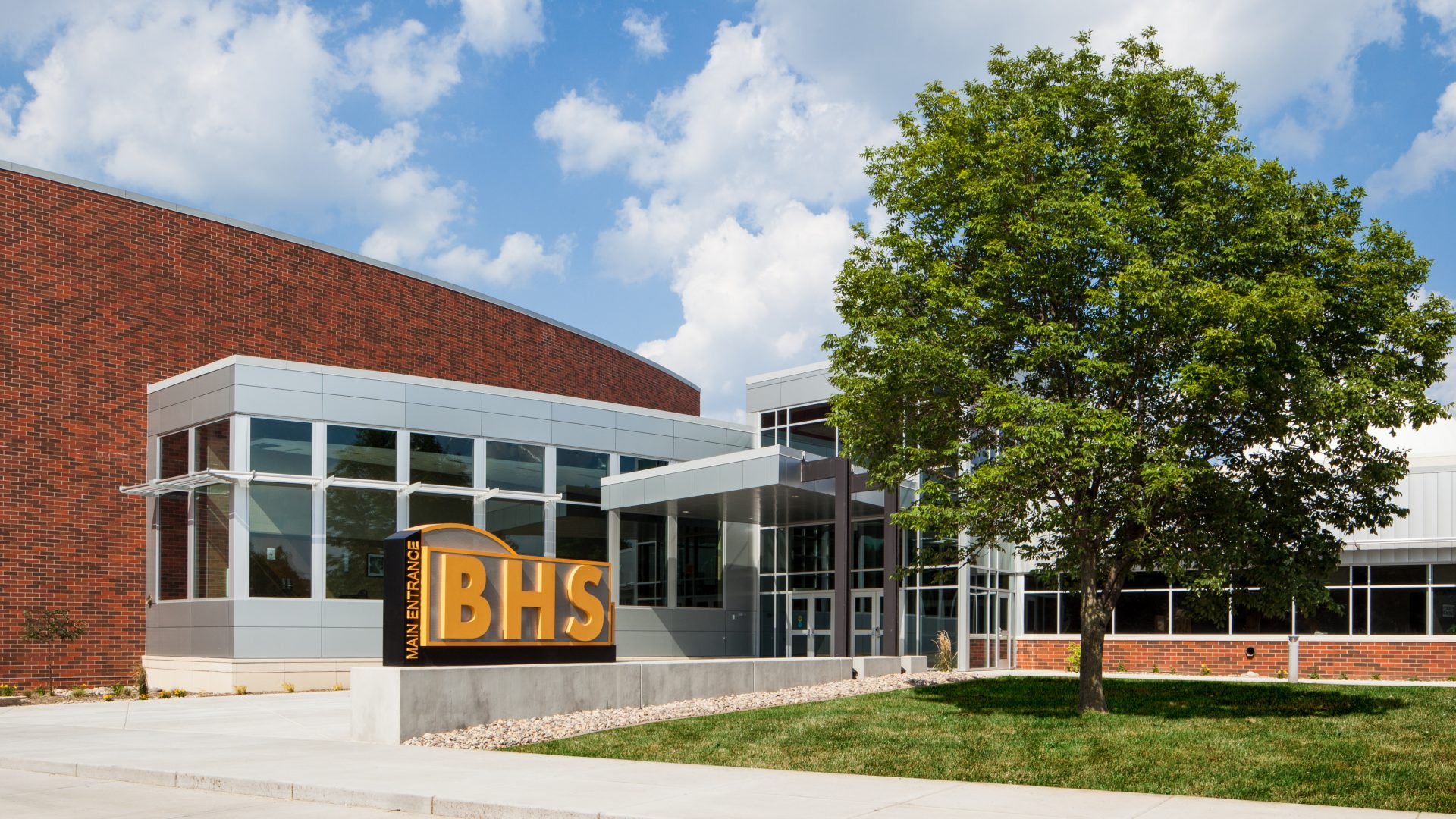 Front entrance of Bettendorf High School